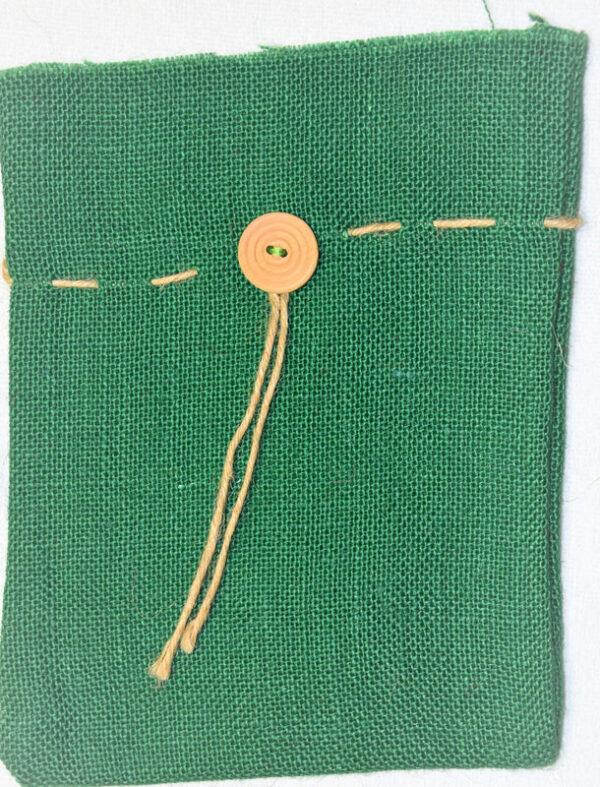 Zelený jutový pytlík s knoflíkem